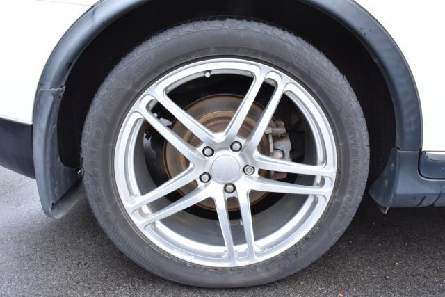 プロドライブ19インチアルミホイールで見た目も良いです!タイヤはレグノを装着しております!