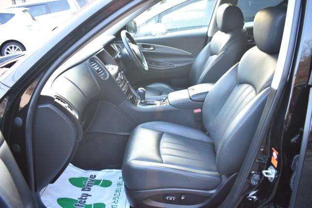 ブラックレザーシートは高級感があります!パワーシート シートヒーターで寒い時期の運転も快適です!
