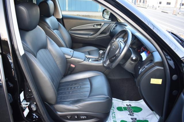 ブラックレザーシートは高級感があります!パワーシート シートメモリー シートヒーターで寒い時期の運転も快適です!