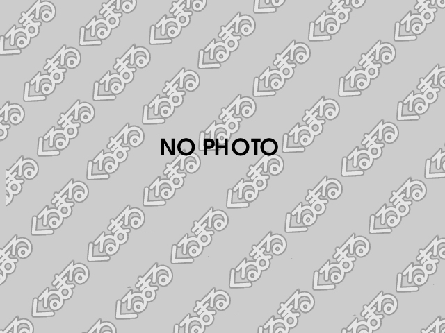 コンパクトなボディーサイズですがひざ前がすっきりで左右の幅にも余裕があるので、快適な後部座席空間です。