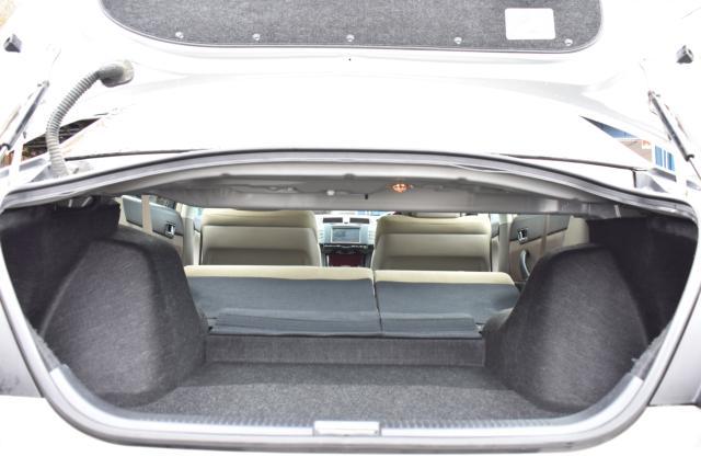 リヤシートは可倒式でトランクスルーですので、長物等を積載可能です!