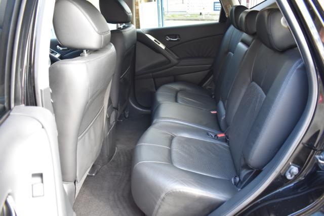 後部座席は足元も広くゆったりと乗車できます!リクライニングも可能です!