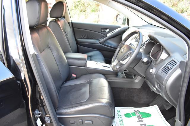 ブラックレザーシートは高級感があります!パワーシート シートヒーター等、機能充実です!