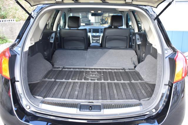 後部座席を倒せば大きなお荷物も楽々積載可能です!