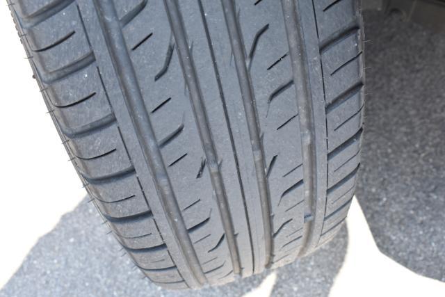 タイヤは残り溝も十分ございます!