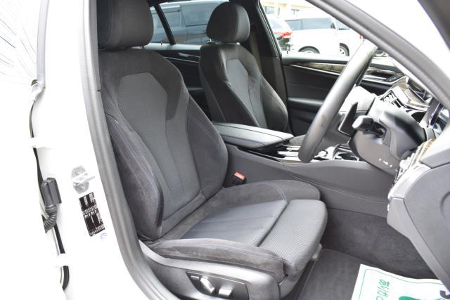 運転席、助手席はパワーシート!シートメモリー機能もございます!