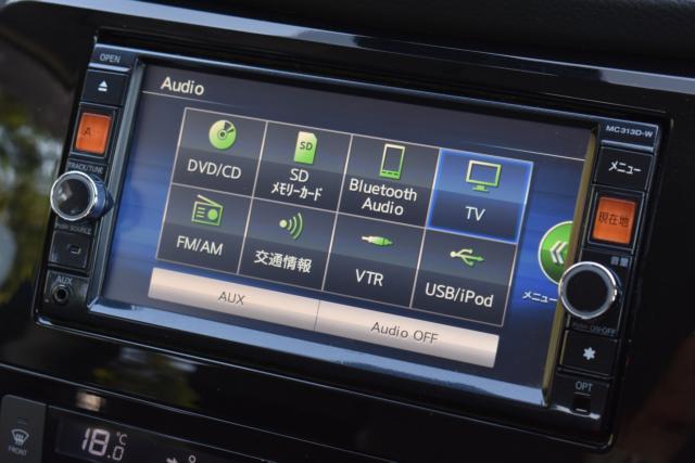 純正ナビはDVD再生 フルセグテレビ ブルートゥース バックカメラ等、機能充実です!