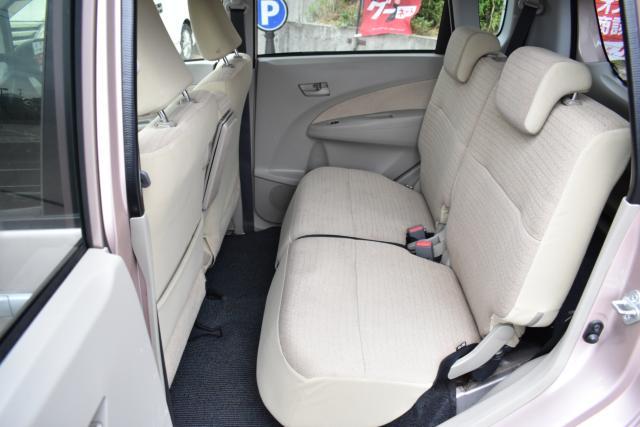 後部座席は足元も広くゆったりと乗車出来ます!スライド リクライニング可能です!