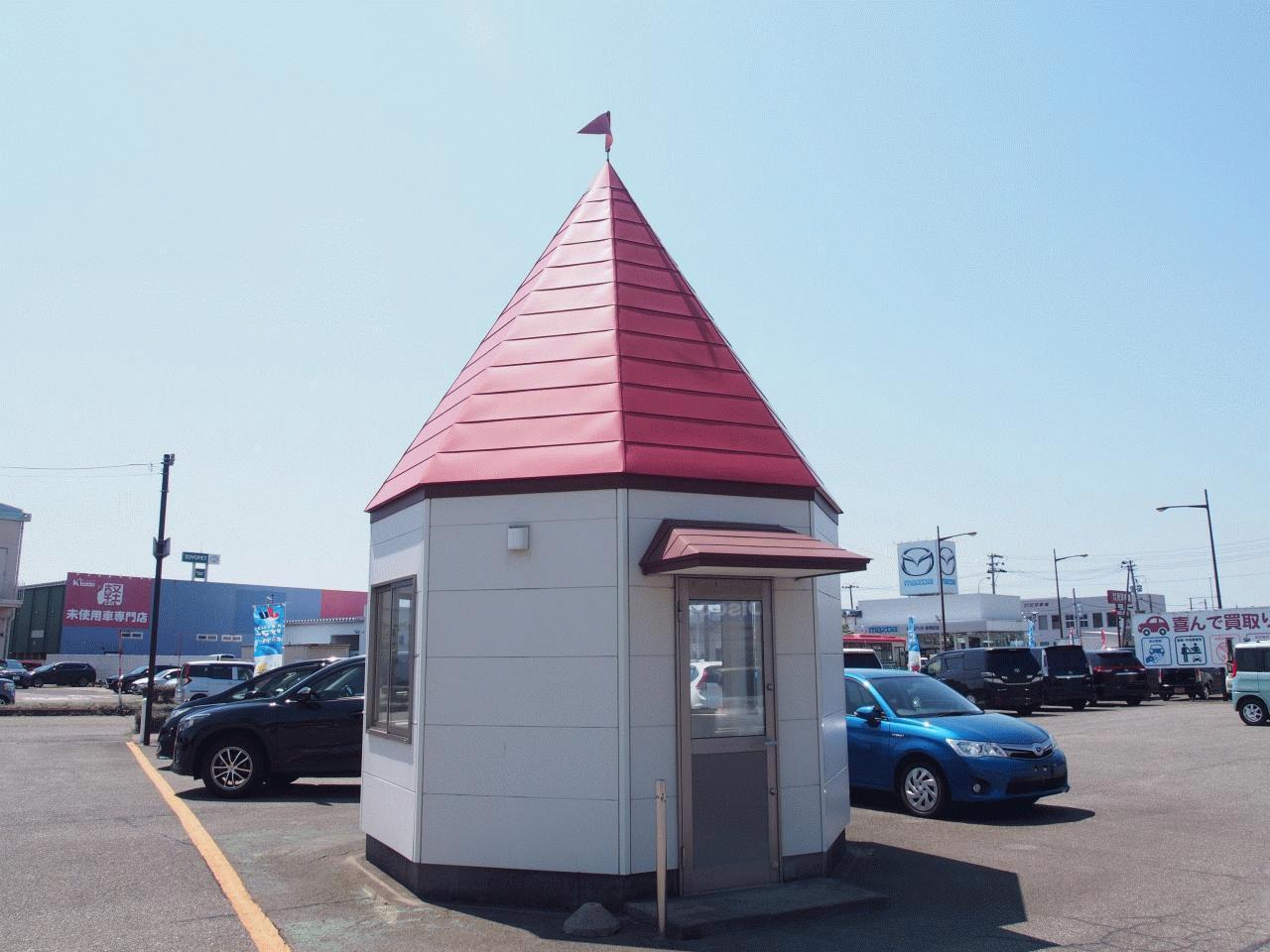 かわいい三角屋根の商談スペースもあります。