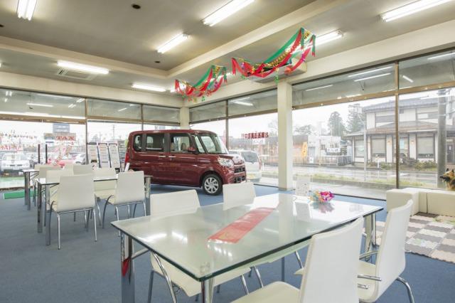 ダイハツグランドピット店でもあるTAX月岡ではダイハツの新車を常に展示しています。ダイハツの新車はお任せ!もちろんトヨタ、日産など全メーカーの新車も取り扱っています。お気軽にお訪ねください。