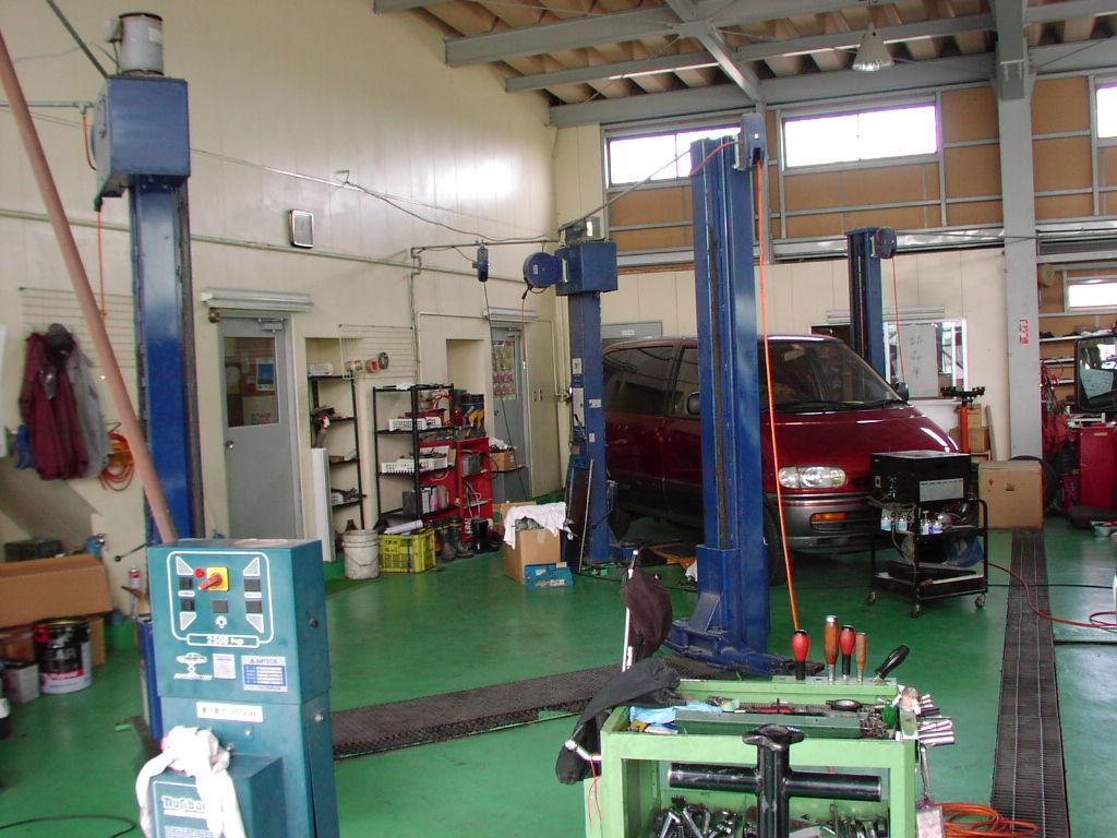 自社工場完備なのでアフターサービスもバッチリ!<br /> 板金、塗装もおまかせください。数々の設備であなたのカーライフを安心サポート致します。
