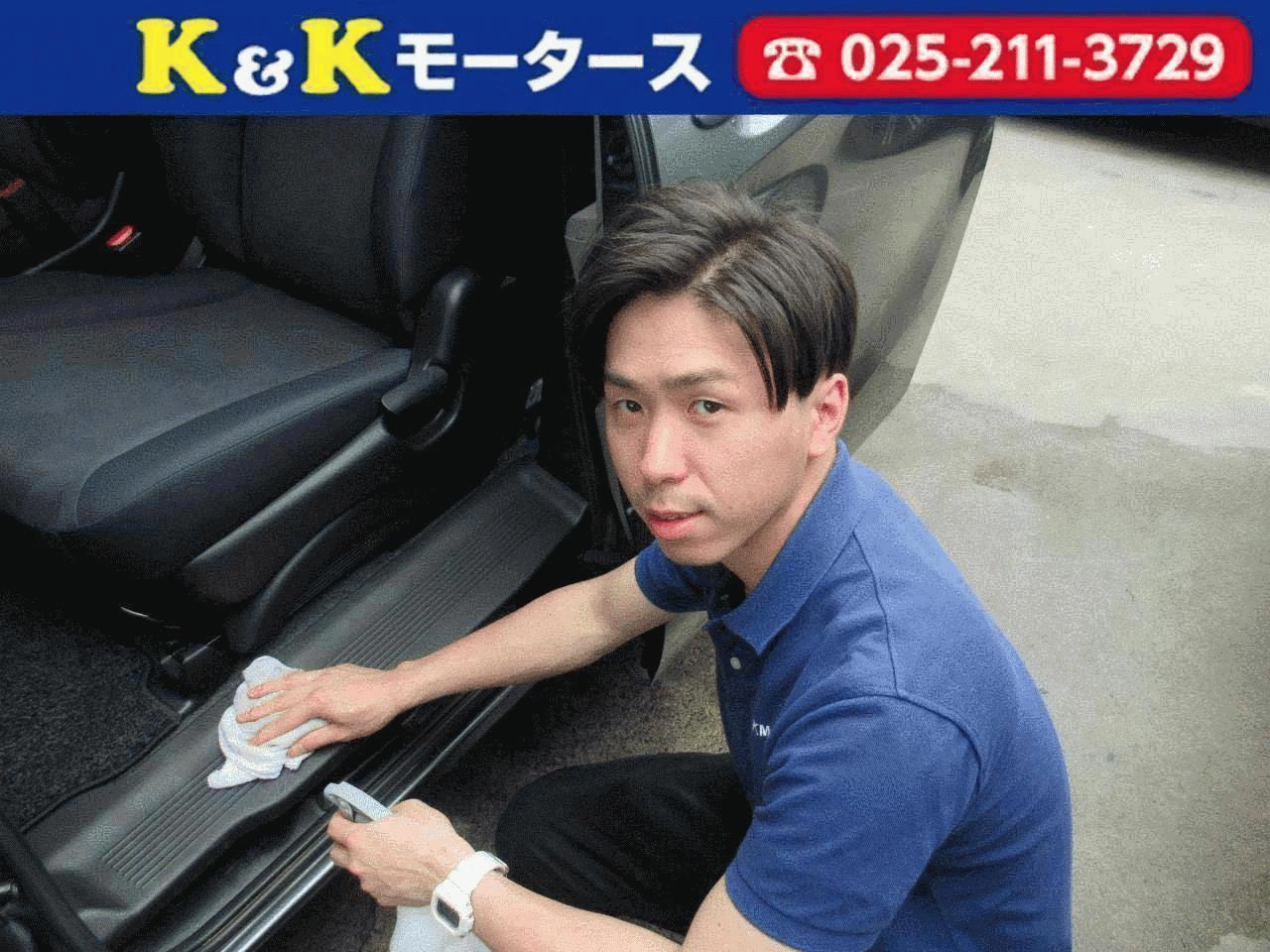 営業担当の小嶋です。 お車1台1台を自分の愛車のように綺麗に清掃させて頂いてます。 車に関する知識はまだまだ勉強中ですがお客様に喜んでもらえるよう一生懸命頑張ります! お車のことなら是非、K&Kモータースにお任せください。