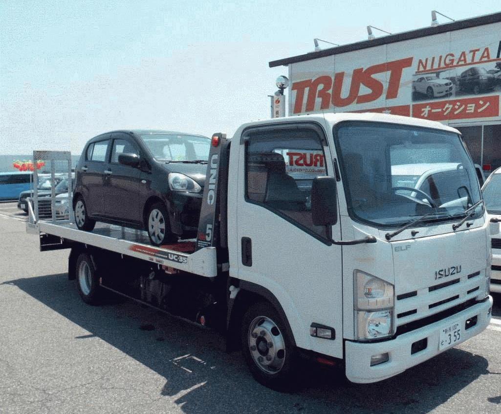 積載車完備ですので、急な事故やトラブルにも対応致しますの、ご安心下さい!<br /> もちろん、動かなくなった車のお引き取り、納車も全国どこへでも対応可能です!お気軽にお問合せ下さい!